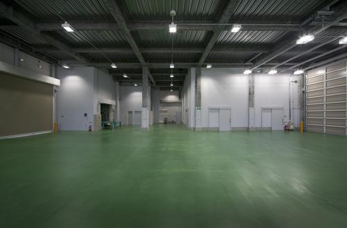 ヨコハマタイヤ城東営業所1階作業所